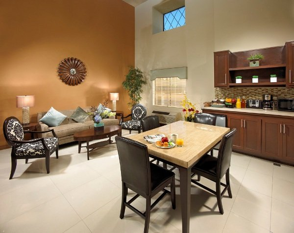 Portola Inn & Suites - Buena Park - Buena Park, CA