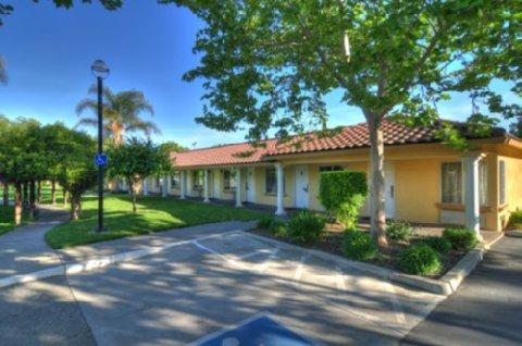 University Park Inn & Suites - Exterior