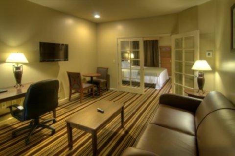 University Park Inn & Suites - Suite
