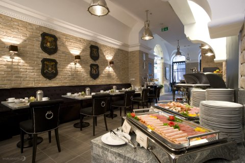 Alta Moda Fashion Hotel - Breakfast Bar At Alta Moda Fashion Hotel