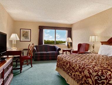 Ramada Plaza Hotel Hagerstown - Standard King Bed Room