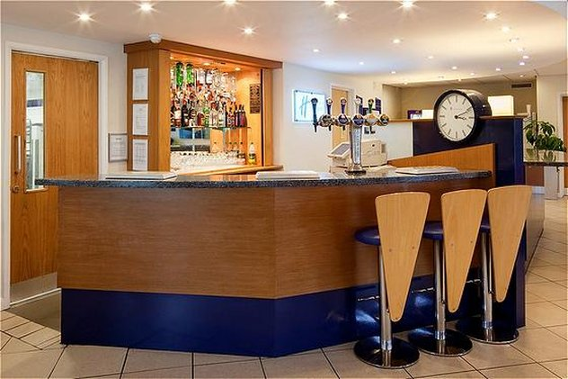 Holiday Inn Express Lichfield Bar/lounge
