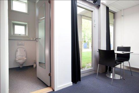 Zleep Aalborg Hotel - Room And Bathroom