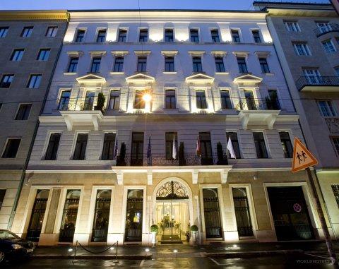 Alta Moda Fashion Hotel - Entranceway At Alta Moda Fashion Hotel