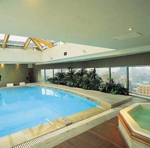 Radisson Plaza Santiago Hotel Vista da piscina