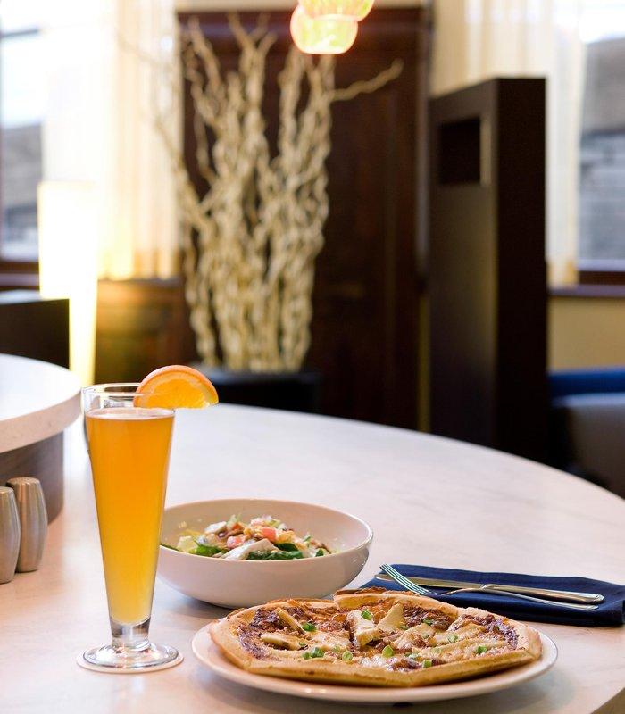 Courtyard Seattle Downtown/Pioneer Square Ресторанно-буфетное обслуживание