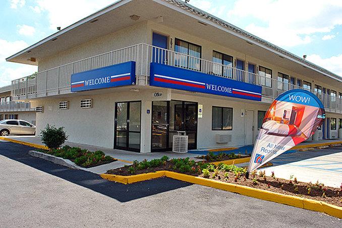 Motel 6 - San Marcos, TX