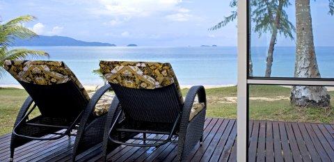 Sibu Island Resort - Beach View