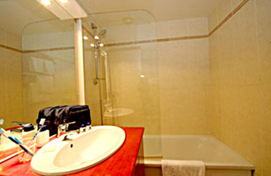 Kyriad Sete Centre - Guest Room Bathroom