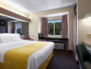 Microtel Inn And Suites Gatlinburg - Guest Room With 1 Bed