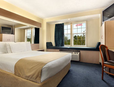 Microtel Inn & Suites by Wyndham Columbia Two Notch Rd Area - Standard Queen Bed Room