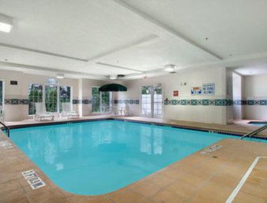 Microtel Inn by Wyndham Beckley - Pool