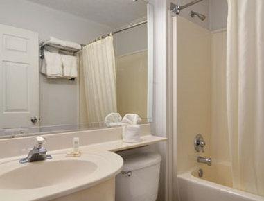 Microtel Inn & Suites by Wyndham Athens - Bathroom