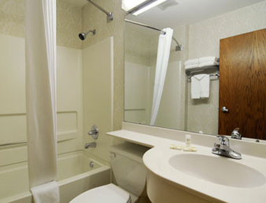 Microtel Inn & Suites by Wyndham Atlanta/Buckhead Area - Bathroom