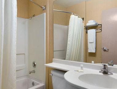 Microtel Inn & Suites by Wyndham El Paso East - Bathroom