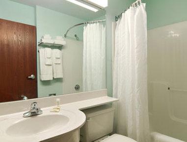 Microtel Inn & Suites by Wyndham Gardendale - Bathroom