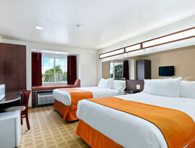 Microtel Inn & Suites by Wyndham Cheyenne - Queen Double Room