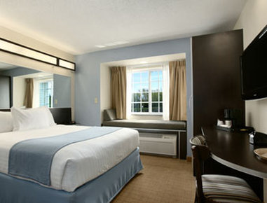 Holiday Inn Express & Suites GENEVA FINGER LAKES - Geneva, NY