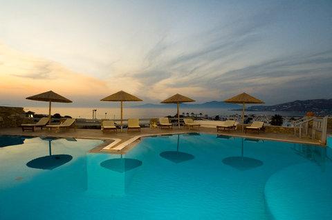 Ilio Maris - Pool View