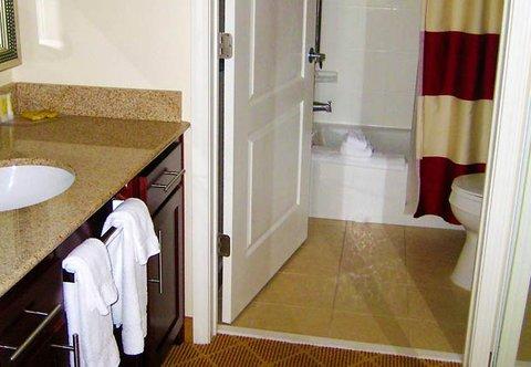 Residence Inn Dothan - Guest Bathroom