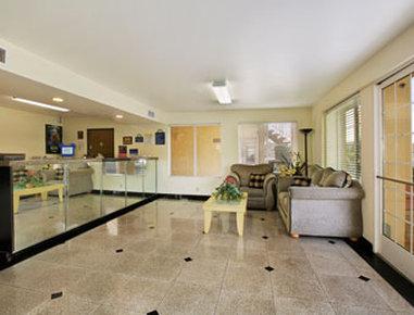 Days Inn Anaheim Maingate - Lobby