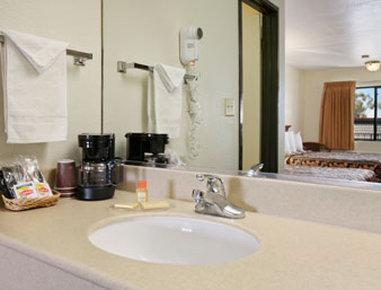 Days Inn Anaheim Maingate - Bathroom