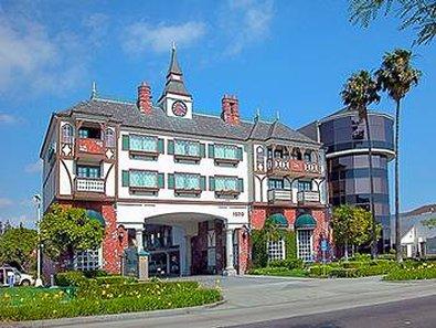 Anaheim Camelot Inn Suites - Exterior