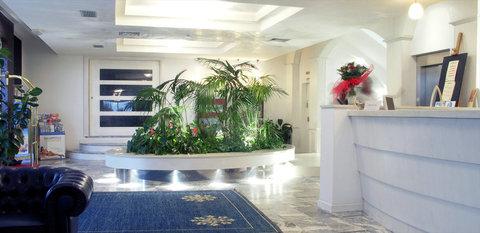 Hotel Metropolitan - Lobby