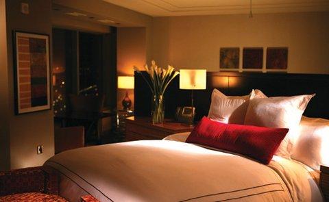 MGM Grand Detroit - Luxury Corner Suite