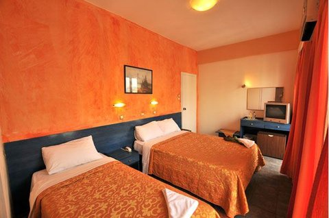 Nafsika Hotel Athens Centre - Guestroom Triple