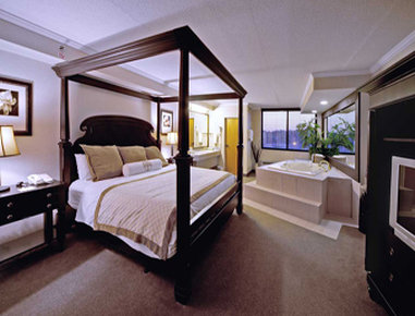 Hawthorn Suites by Wyndham Champaign - Presidential Bedroom