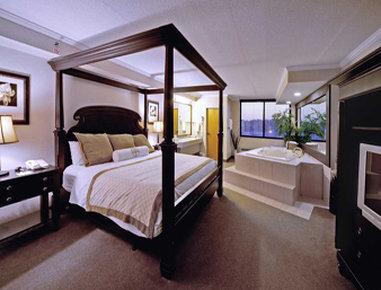 Hawthorn Suites by Wyndham Champaign - Champaign, IL