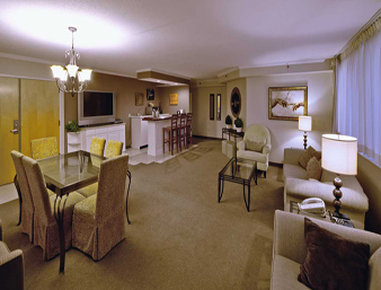 Hawthorn Suites by Wyndham Champaign - Presidential Living Room