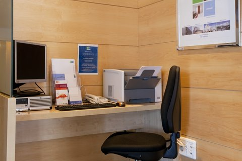 Exp By Holiday Inn Malaga Arpt - Business Corner