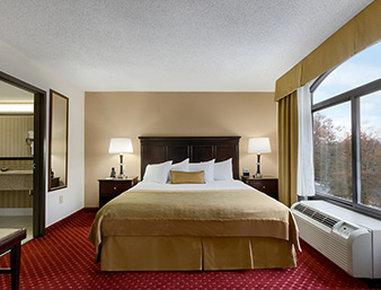 Wingate by Wyndham Charlotte Airport South/ I-77 Tyvola - Suite