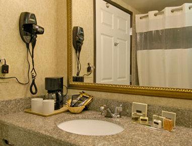 Wingate by Wyndham Madison / Lake Oconee Area - Bathroom