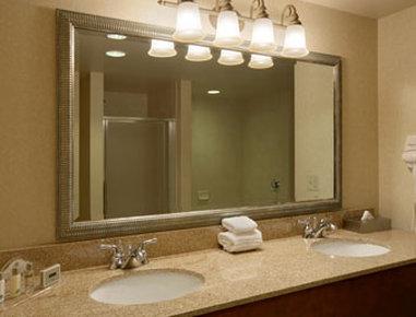 Wingate by Wyndham Champaign - Bathroom