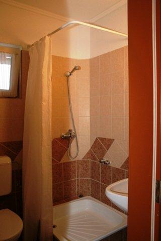 Alfred Panzio - Guest Bathroom