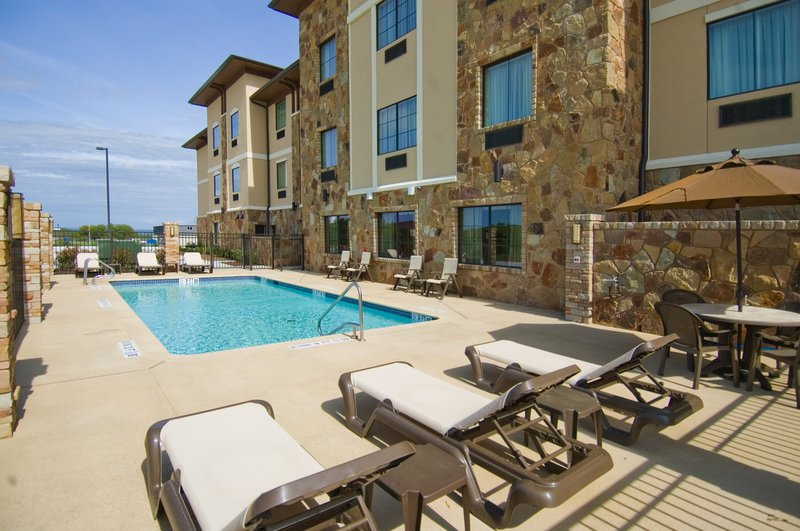 Holiday Inn Express - Tow, TX