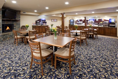 Holiday Inn Express & Suites SCOTTSBLUFF-GERING - Breakfast Area