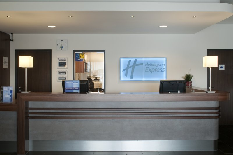 Holiday Inn Express Bremen Airport Lobby