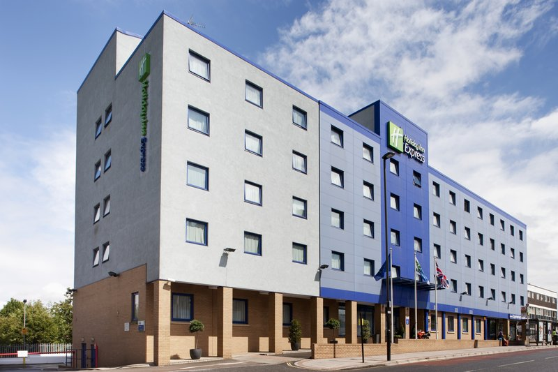 Holiday Inn Express London-Park Royal Exterior view