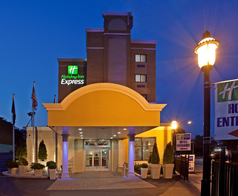 Holiday Inn Express LaGuardia Airport Set udefra