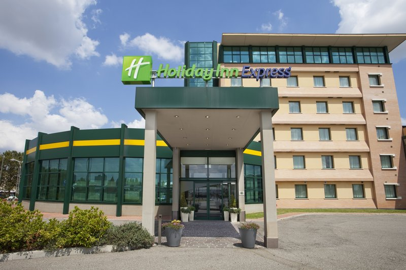 Holiday Inn Express Bologna-Fiera Fasad