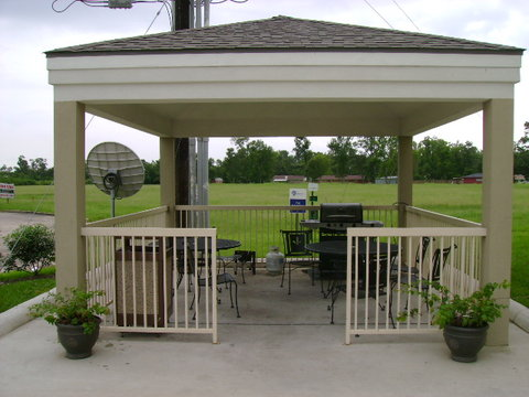 Candlewood Suites BEAUMONT - Guest Patio