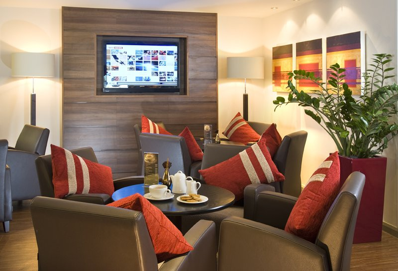 Holiday Inn Express Bristol-North Bar/lounge
