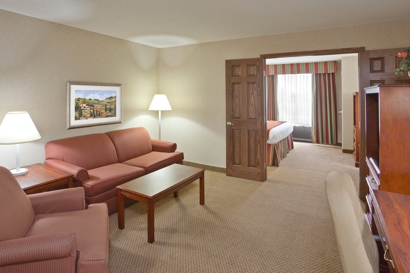 Holiday Inn Express Hotel & Suites  Bowling Green Suite