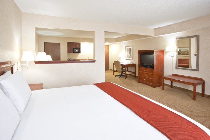 Holiday Inn Express & Suites BOWLING GREEN - Bowling Green, OH
