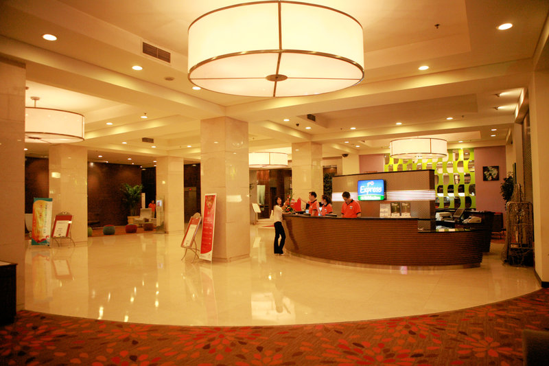 Holiday Inn Express Zhengzhou Lobby