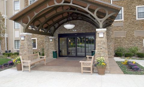 Staybridge Suites AURORA/NAPERVILLE - Hotel Entrance